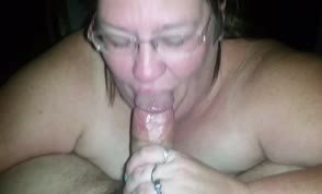 Fat wife can easily deepthroat